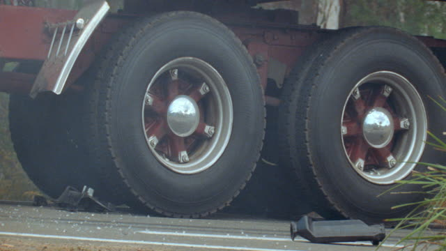 dx - australia - trucks - wheels - lastzug stock-videos und b-roll-filmmaterial