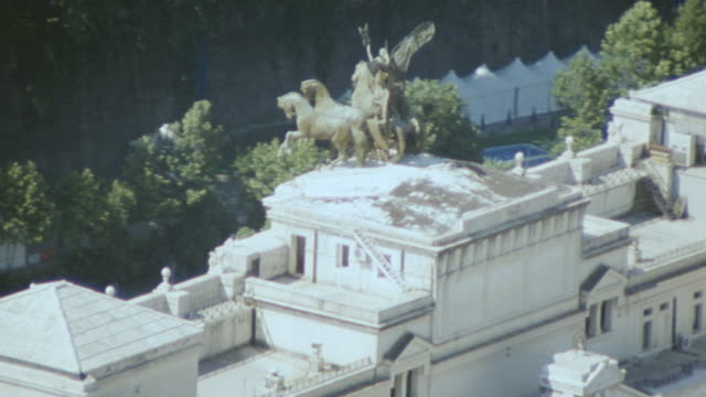 dx - aerials - rome - italy - テベレ川点の映像素材/bロール