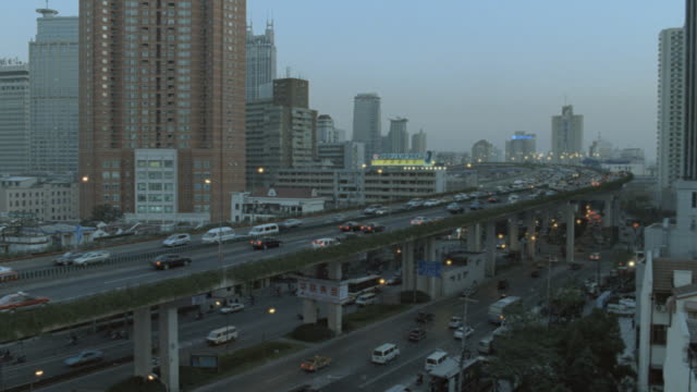 dx - china / shanghai - office buildings - apartments buildings - smog stock-videos und b-roll-filmmaterial