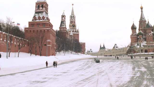 dx - moscow - russia - winter - bldgs./official bldgs. - cathedrale - red square stock videos & royalty-free footage