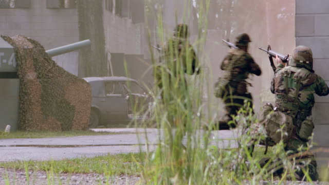 dx - army soldiers in military combat training - 1999 stock videos & royalty-free footage