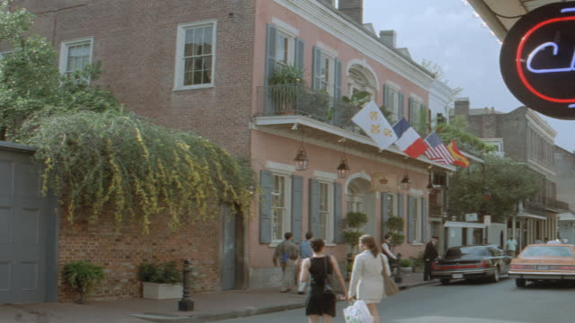 stockvideo's en b-roll-footage met dawn - new orleans - hotel - limousine - carriage - dawn french
