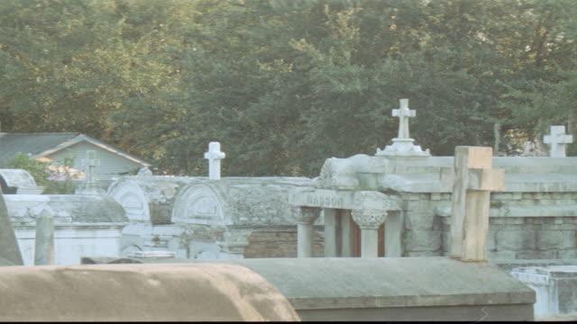 dx - cemetery - graves - 礎石点の映像素材/bロール
