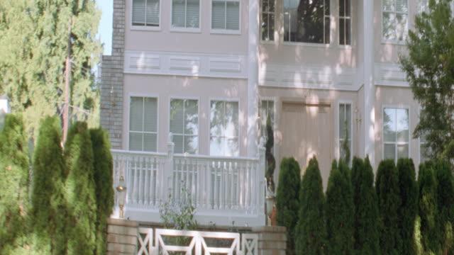 dx - houses - mansions - erkerfenster stock-videos und b-roll-filmmaterial