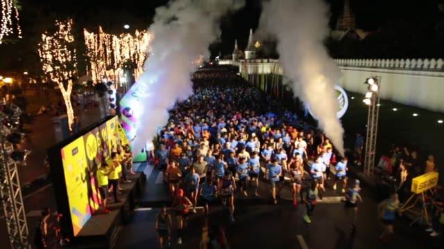 thousands of runners head out for a marathon - salmini stock videos & royalty-free footage