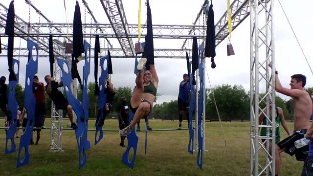 vidéos et rushes de testing balance and strength, woman gets through maze - essai de voiture