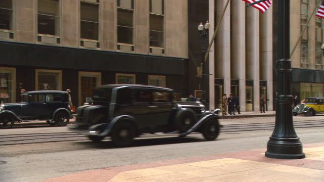 period 1930's large bank/office bldg. w/activity (actually b of a building, 135 lasale, chicago, il - historische szene stock-videos und b-roll-filmmaterial