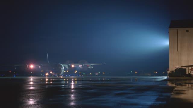 n/x c-130 taxi's toward camera, stops, n-d airport - pista di atterraggio video stock e b–roll