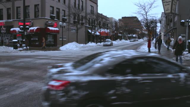 ann arbor, michigan, snow on ground, w/activity - michigan点の映像素材/bロール