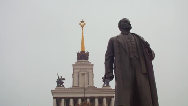 vídeos y material grabado en eventos de stock de ua lenin statue, moscow - comunismo