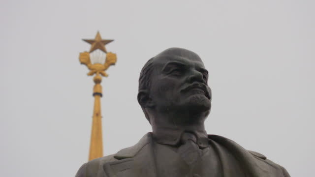 ua lenin statue, moscow - communism stock videos & royalty-free footage