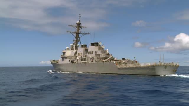 destroyer uss benfold ddg-65 leaving pearl harbor - warship stock videos & royalty-free footage