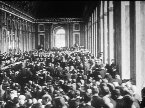 b/w 1919 wide shot great hall of mirrors filled with delegates / versailles peace conference france / doc - 1919 stock-videos und b-roll-filmmaterial