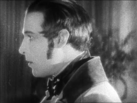 b/w 1925 close up man with sideburns turning around / feature - anno 1925 video stock e b–roll