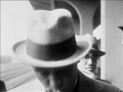 rudolph valentino in hat smiling removing hat / newsreel - anno 1926 video stock e b–roll
