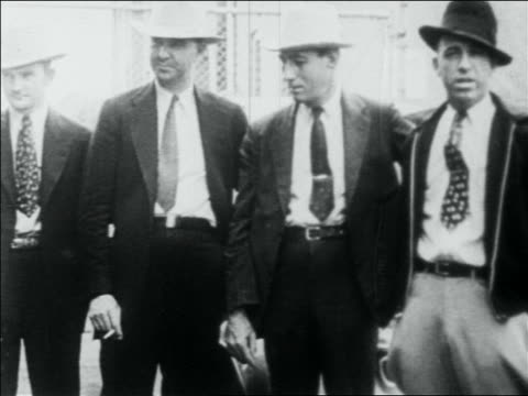stockvideo's en b-roll-footage met four police officers in suits + hats / one smoking / men who killed bonnie and clyde - 1934