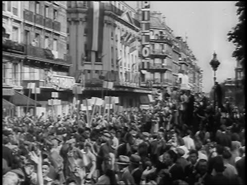 stockvideo's en b-roll-footage met . - 1944