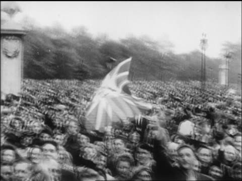 vídeos de stock, filmes e b-roll de b/w 1945 huge crowd waving british flag on ve day / newsreel - 1945
