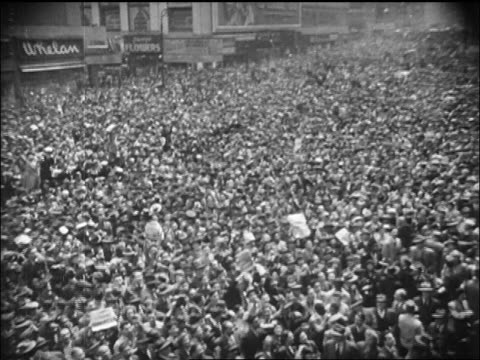b/w 1945 high angle huge crowd gathered in times square / nyc / newsreel - ve day stock-videos und b-roll-filmmaterial