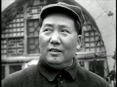 vídeos de stock e filmes b-roll de 1940s close up mao tse tung looking off screen / documentary - mao tse tung