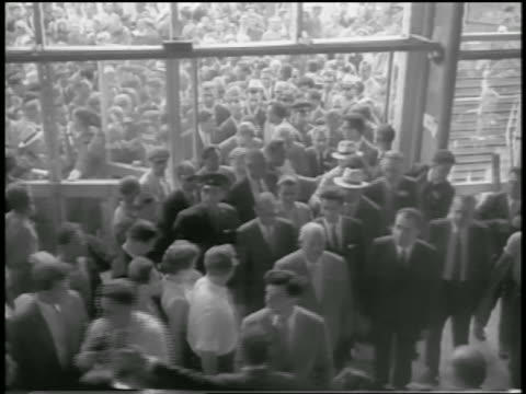 b/w 1959 high angle crowd entering building / khrushchev nixon in crowd / american expo moscow - 1959 stock-videos und b-roll-filmmaterial