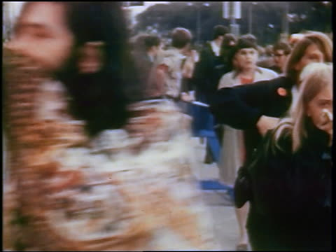 vídeos y material grabado en eventos de stock de hippies covering faces during tear-gassing at anti-war protest / chicago, illinois / newsreel - 1968