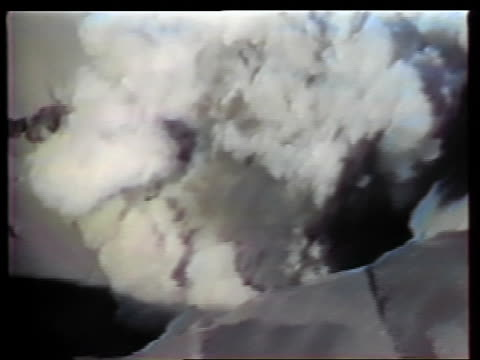 may 18, 1980 aerial zoom out smoke coming out of top of mt st helens during eruption / washington - eruzione video stock e b–roll