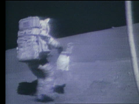 vidéos et rushes de astronaut falling down on moon - 1972