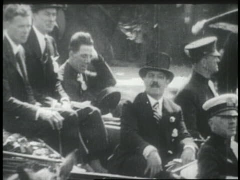 vidéos et rushes de charles lindbergh sitting in car in ticker tape parade / nyc - voiture particulière