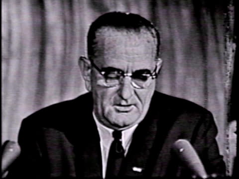 vídeos y material grabado en eventos de stock de president johnson's remarks before signing the civil rights act of 1964 - historia negra de estados unidos