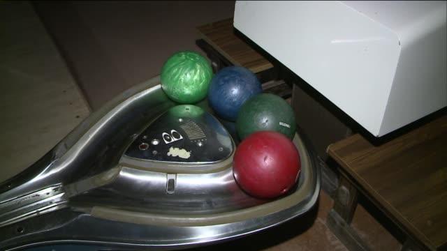 stockvideo's en b-roll-footage met  - bowlingbal