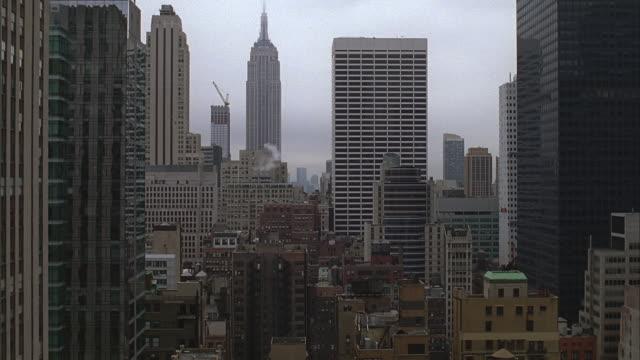 new york city hi-rise bldgs. - inquadratura fissa video stock e b–roll