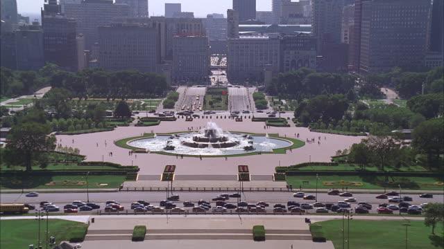 aerial chicago, illinois - グラントパーク点の映像素材/bロール