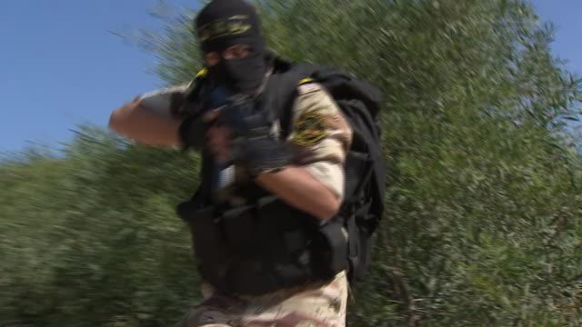 nnbk898r - militärisches trainingslager stock-videos und b-roll-filmmaterial