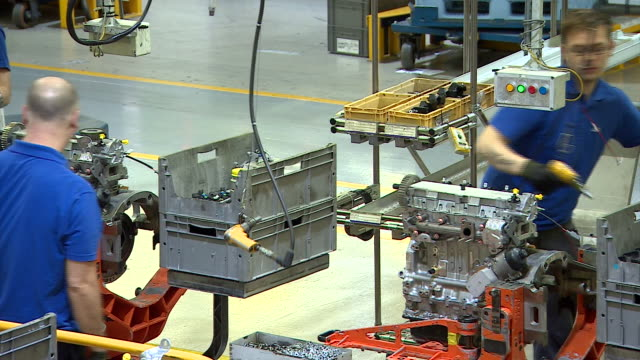nnpr955f) - production line worker stock videos & royalty-free footage