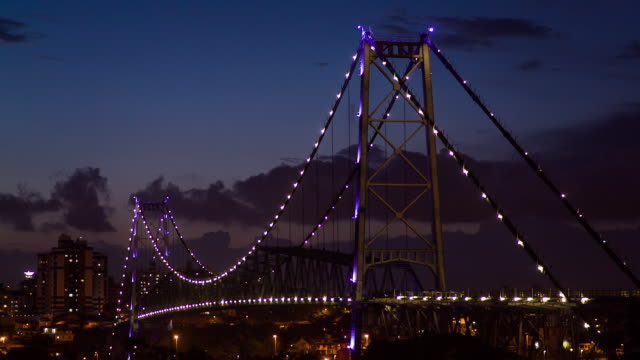 vídeos de stock, filmes e b-roll de sts_fln_069 hercilio luz bridge night - ponte