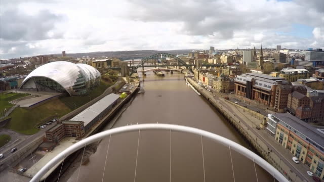 stockvideo's en b-roll-footage met nnbj923e) - newcastle upon tyne