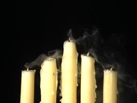 ジャンプの各キャンドルの炎 - マッチ箱点の映像素材/bロール