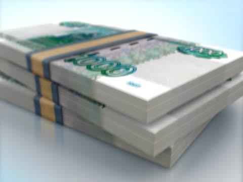 vídeos de stock e filmes b-roll de rublo russo 1000 pacotes de notas bancárias de queda - por volta do século 11 dc
