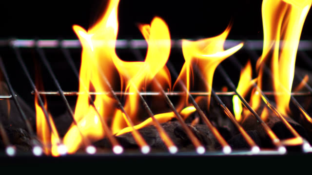GRILL FLAMES-SLOW MOTION
