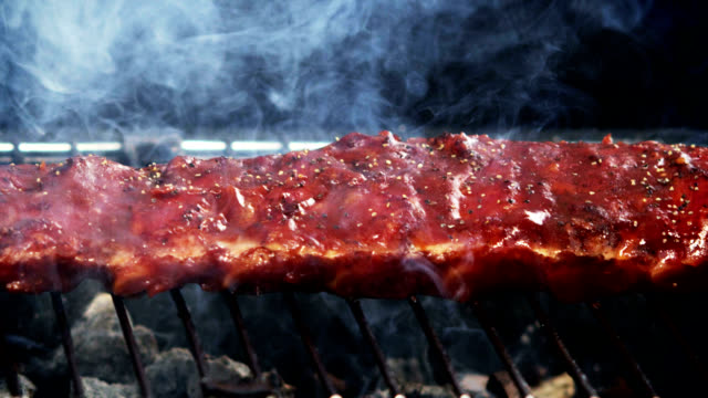 SPARERIBS ON GRILL-SLOW MOTION