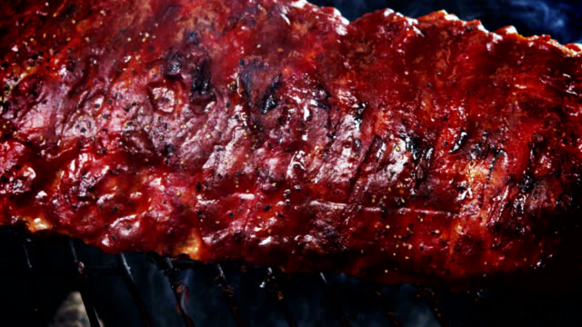 BBQ SPARERIBS-SLOW MOTION