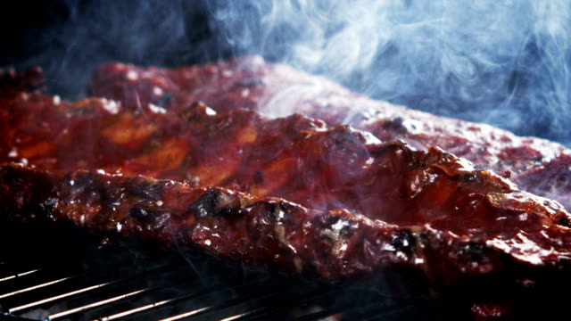 SMOKIN' BBQ RIBS-SLOW MOTION
