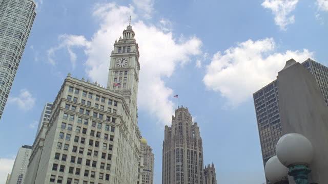 chicago tribune building, chicago, illinois - klocktorn bildbanksvideor och videomaterial från bakom kulisserna