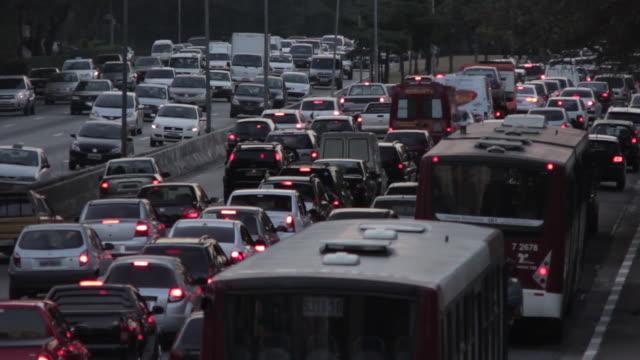 vídeos de stock, filmes e b-roll de traffic sao paulo - transporte