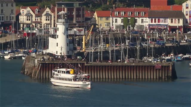 lighthouse and harbour - 英国スカーブラ点の映像素材/bロール