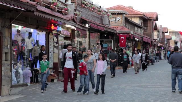 vidéos et rushes de main street - drapeau turc