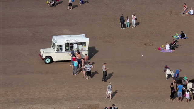 ice cream queue on beach - arbeitstier stock-videos und b-roll-filmmaterial
