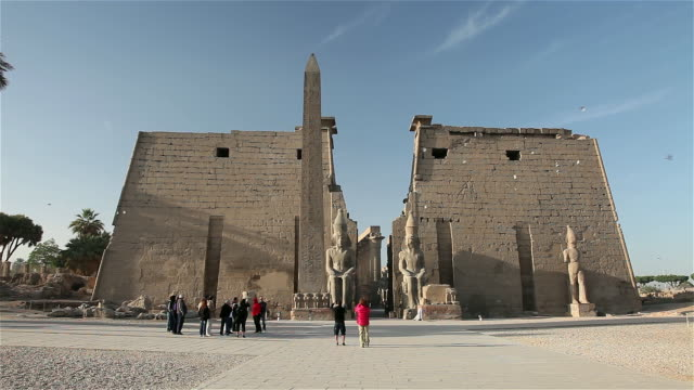pink granite obelisk and first pylon of luxor temple - obelisk stock videos & royalty-free footage