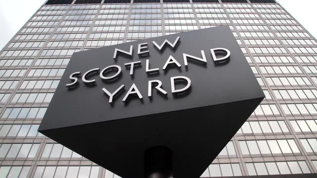 new scotland yard sign - ニュースコットランドヤード点の映像素材/bロール